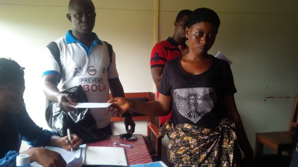 Eunice Jalloh receiving a startup cash of 250,000le from a local NGO