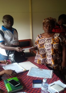 Isatu Cham, receiving, start up cash of 250,000le from a local NGO (FHM)